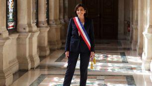 5. Anne Hidalgo toma posesión como alcaldesa de París